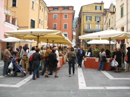 Mercato Biologico tipico di Carrara