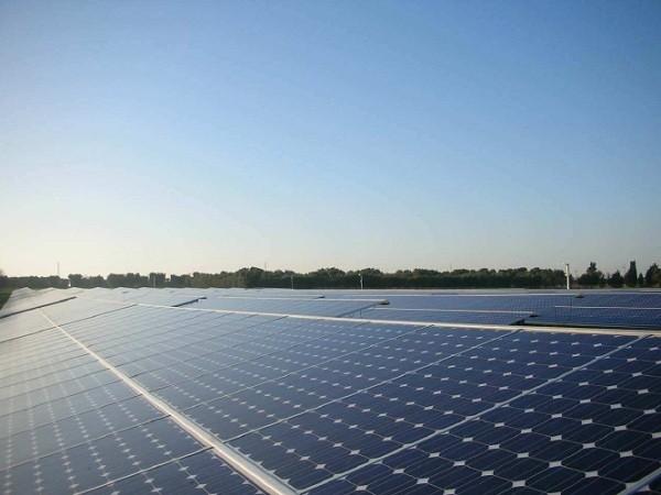 Campo fotovoltaico e suolo agrario