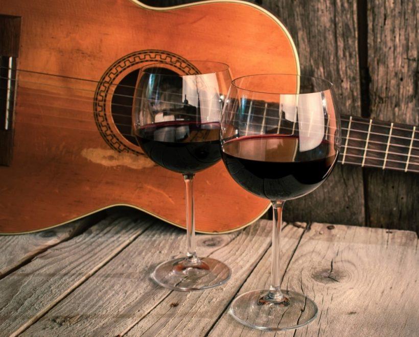 vino musica calice rosso