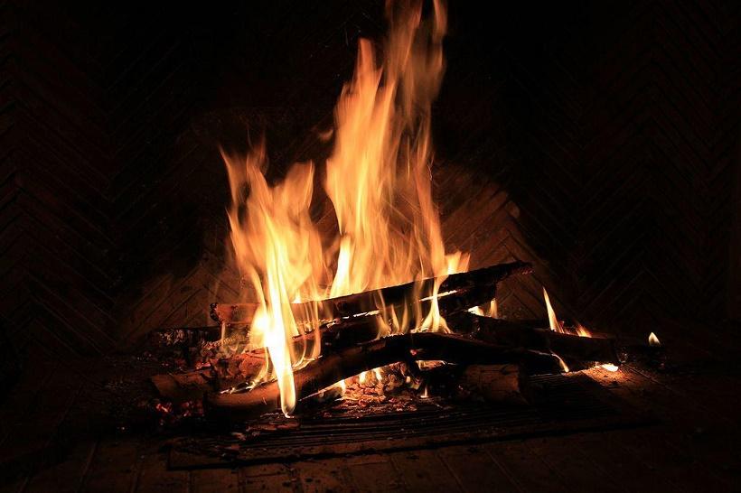 vino morbidezza camino fuoco caldo calore