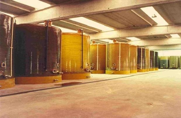 vetroresina vino contenitori cantina
