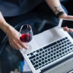 aperitivo vino coronavirus app videoconferenza