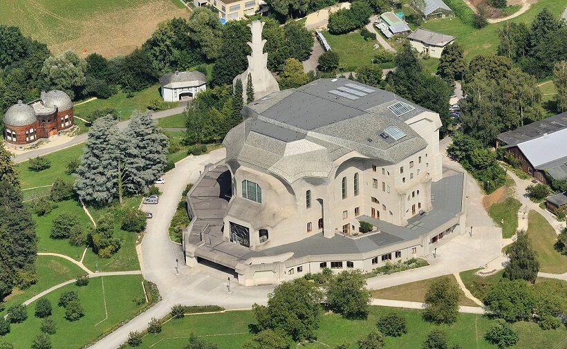 Goetheanum a Dornach, nei pressi di Basilea