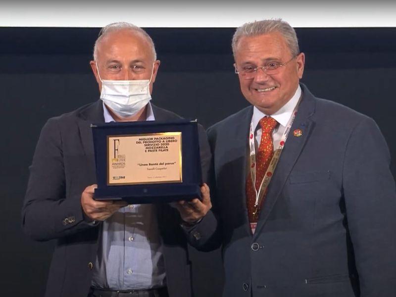 Andrea Alfieri responsabile Marketing di TreValli Cooperlat ritira il prestigioso riconoscimento a Parma Cibus 2021